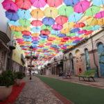 アゲダの傘祭り 空一面に広がる傘はまさにアート!